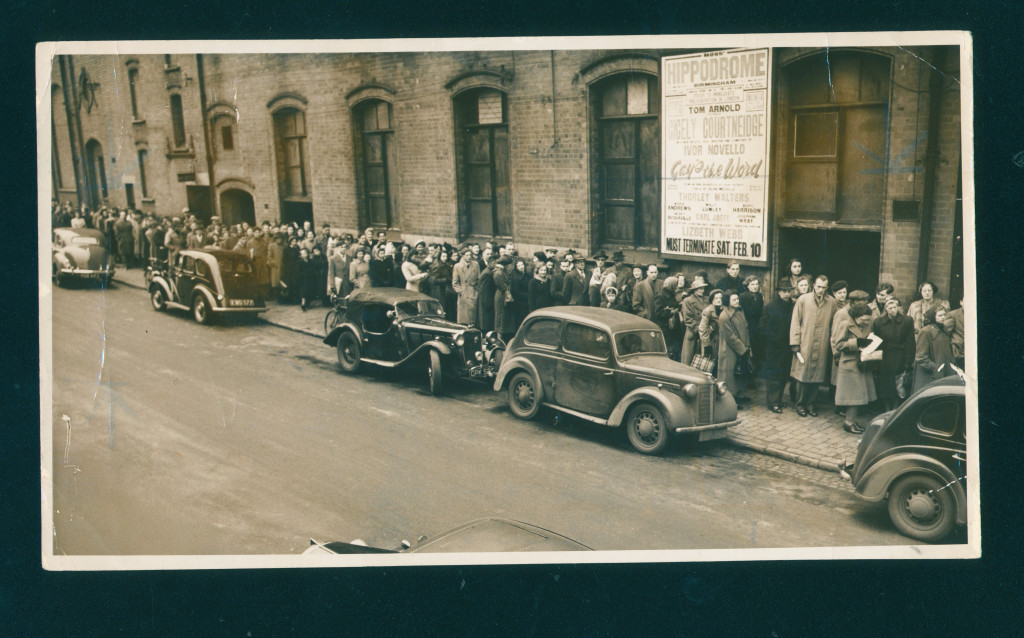 Queuing for tickets 1951